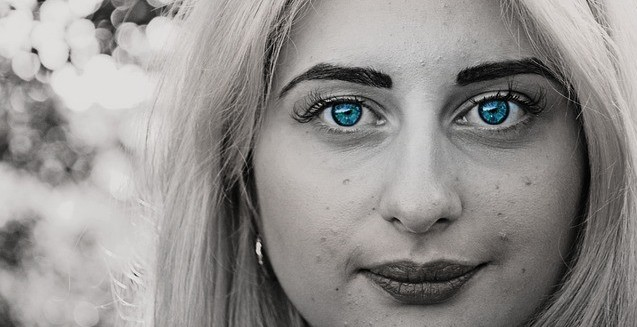 girl with blue eyes and pimples